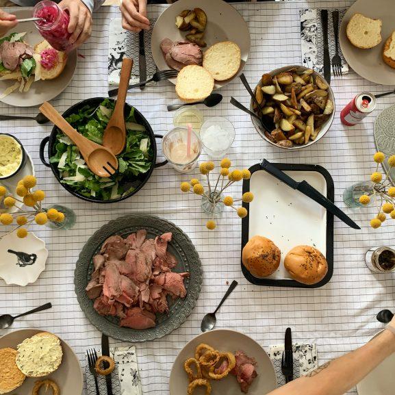 Mesa Anfitriones comida