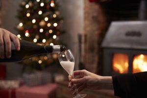 sirviendo champañan